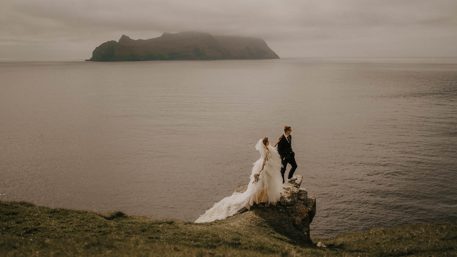 Faroe Islands adventurous elopement | Oleg Tru wedding photographer